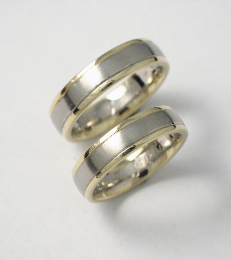 Fehér és sárga arany karikagyűrű A001.