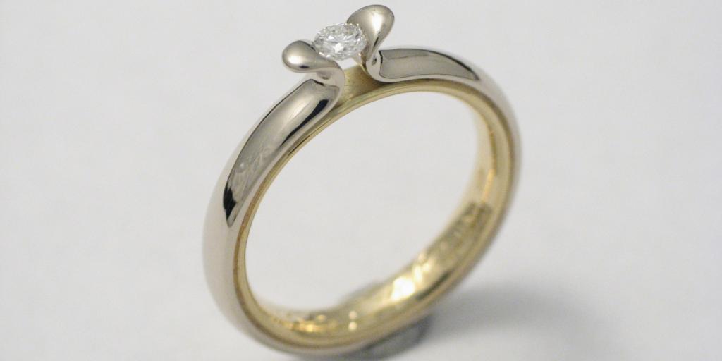 sárga és fehérarany jegygyűrű gyémánttal 003.
