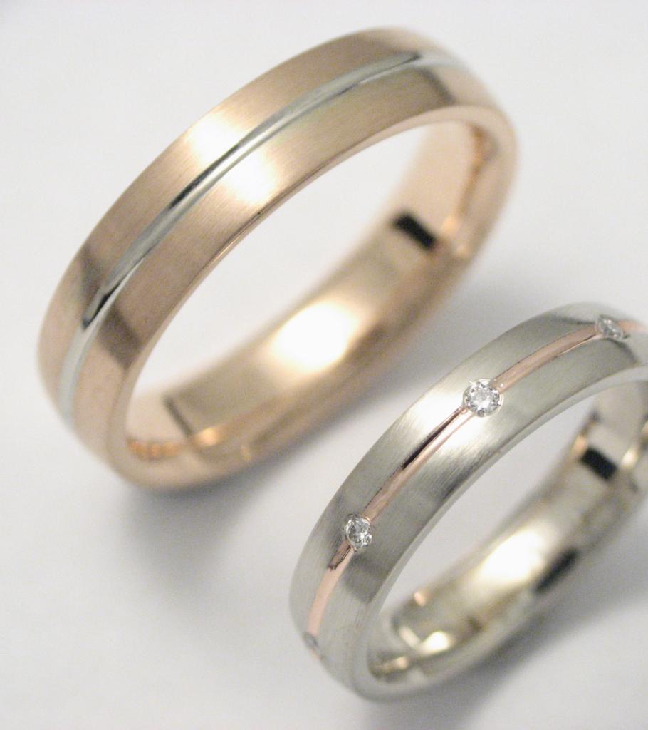Arany karikagyűrű gyémántokkal 007.