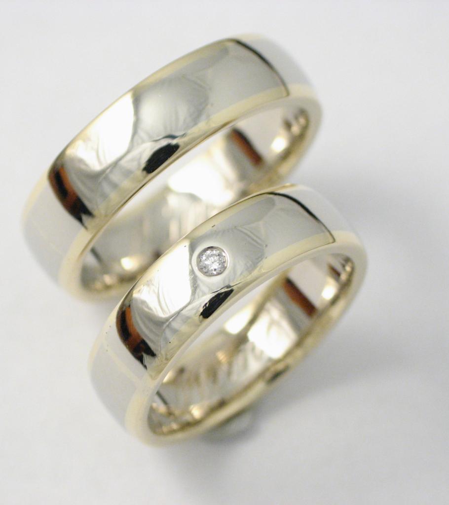 Arany karikagyűrű gyémánttal 013.