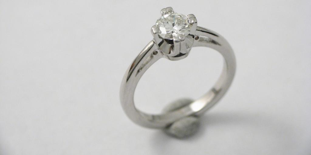 fehérarany jegygyűrű gyémánttal 016.