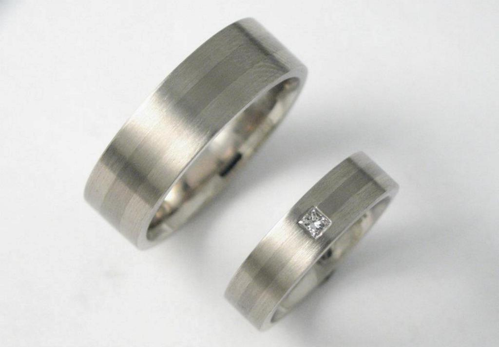 platina-titán karikagyűrű gyémánttal 015.