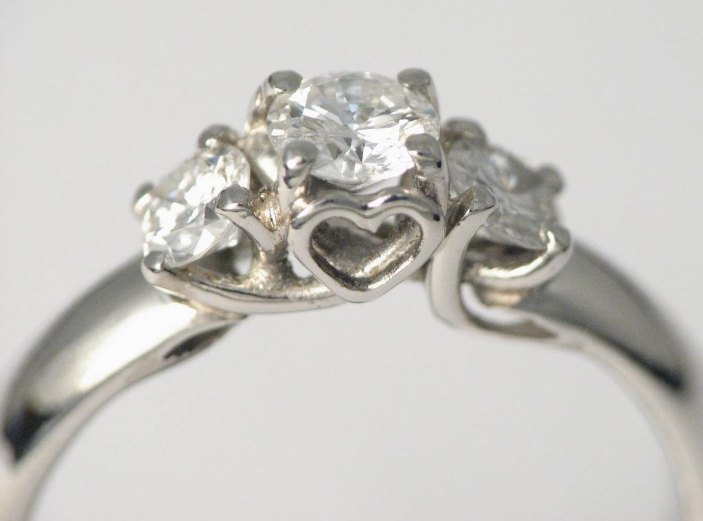 Platina jegygyűrű gyémántokkal 033.