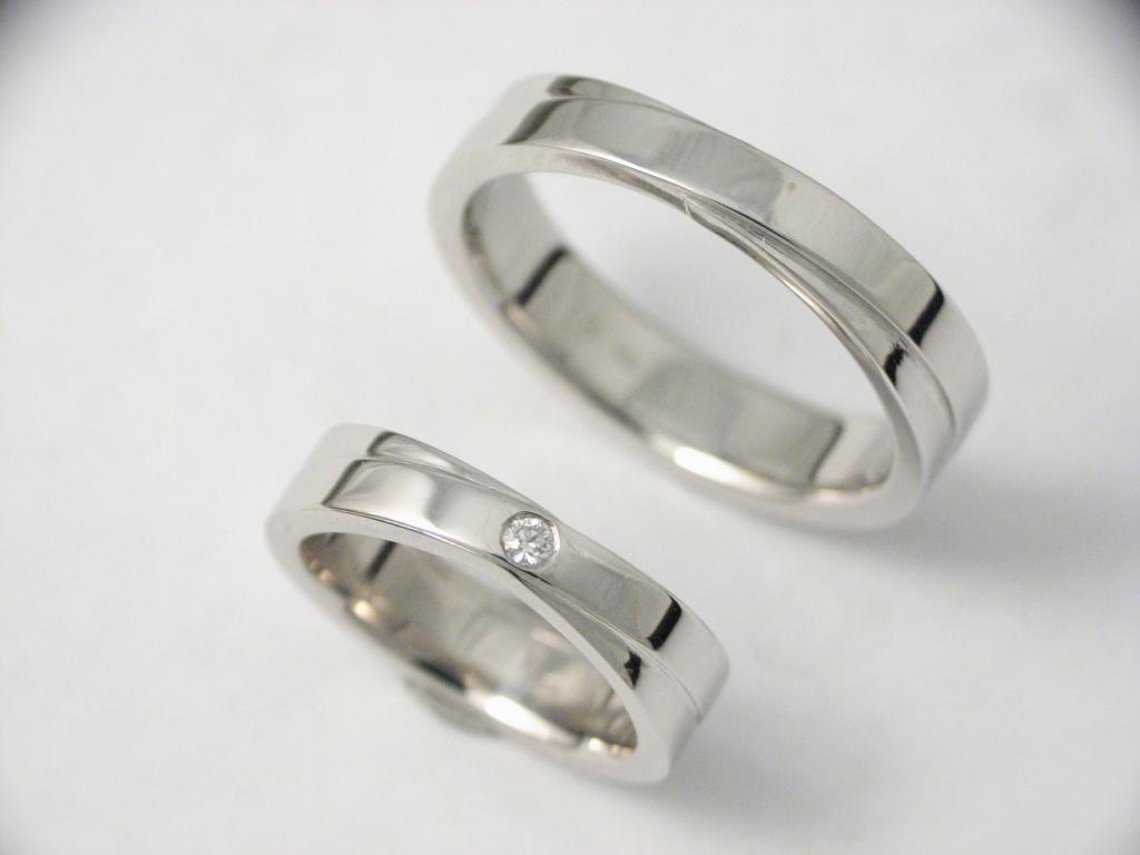 platina karikagyűrű gyémánttal 002.
