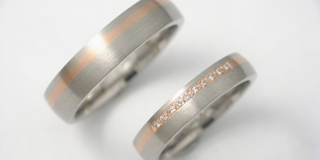 platina-vörösarany karikagyűrű gyémántokkal 004.