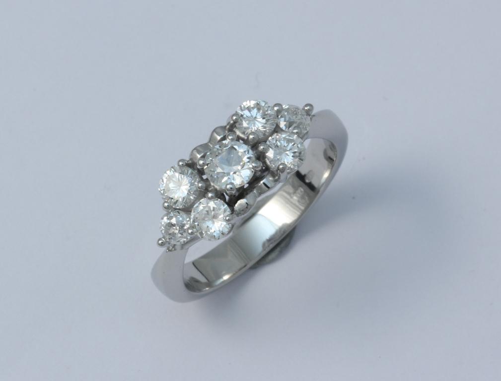 Platina gyűrű gyémántokkal 037.