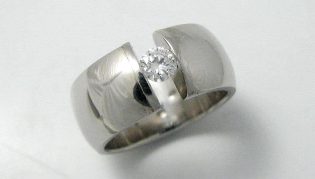 platina jegygyűrű gyémánttal 011.