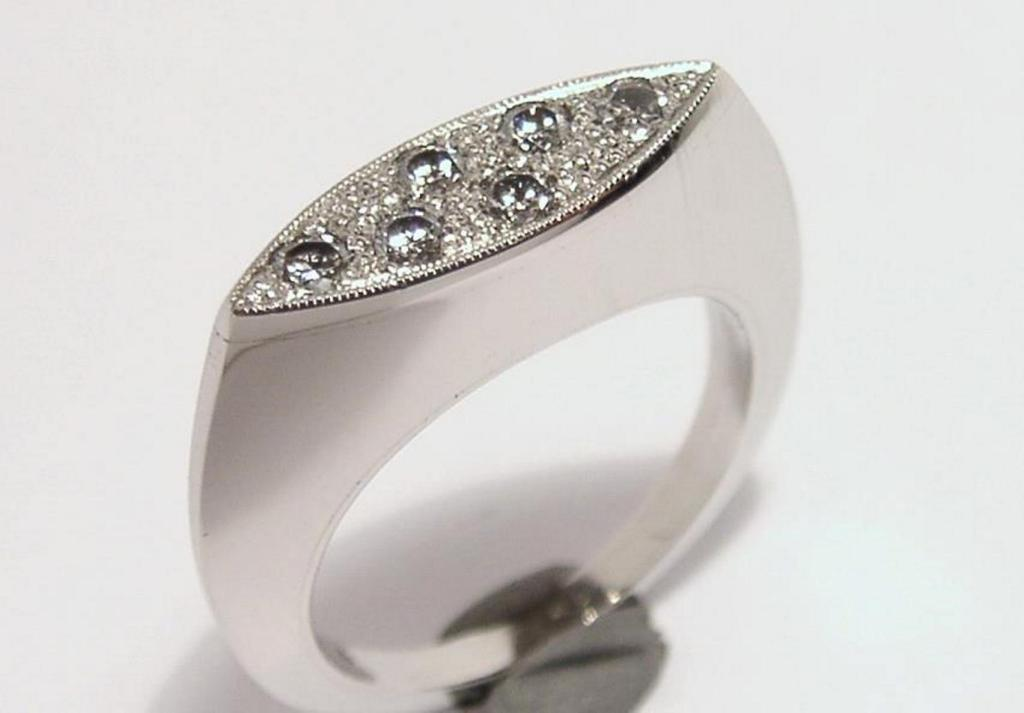 platina gyűrű gyémántokkal 012.