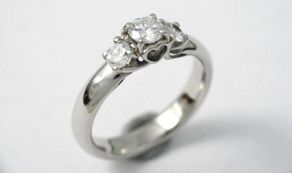 platina jegygyűrű gyémántokkal 013.