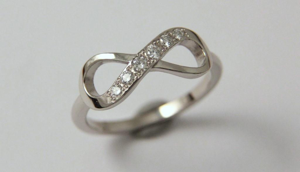 Platina jegygyűrű gyémántokkal 029.