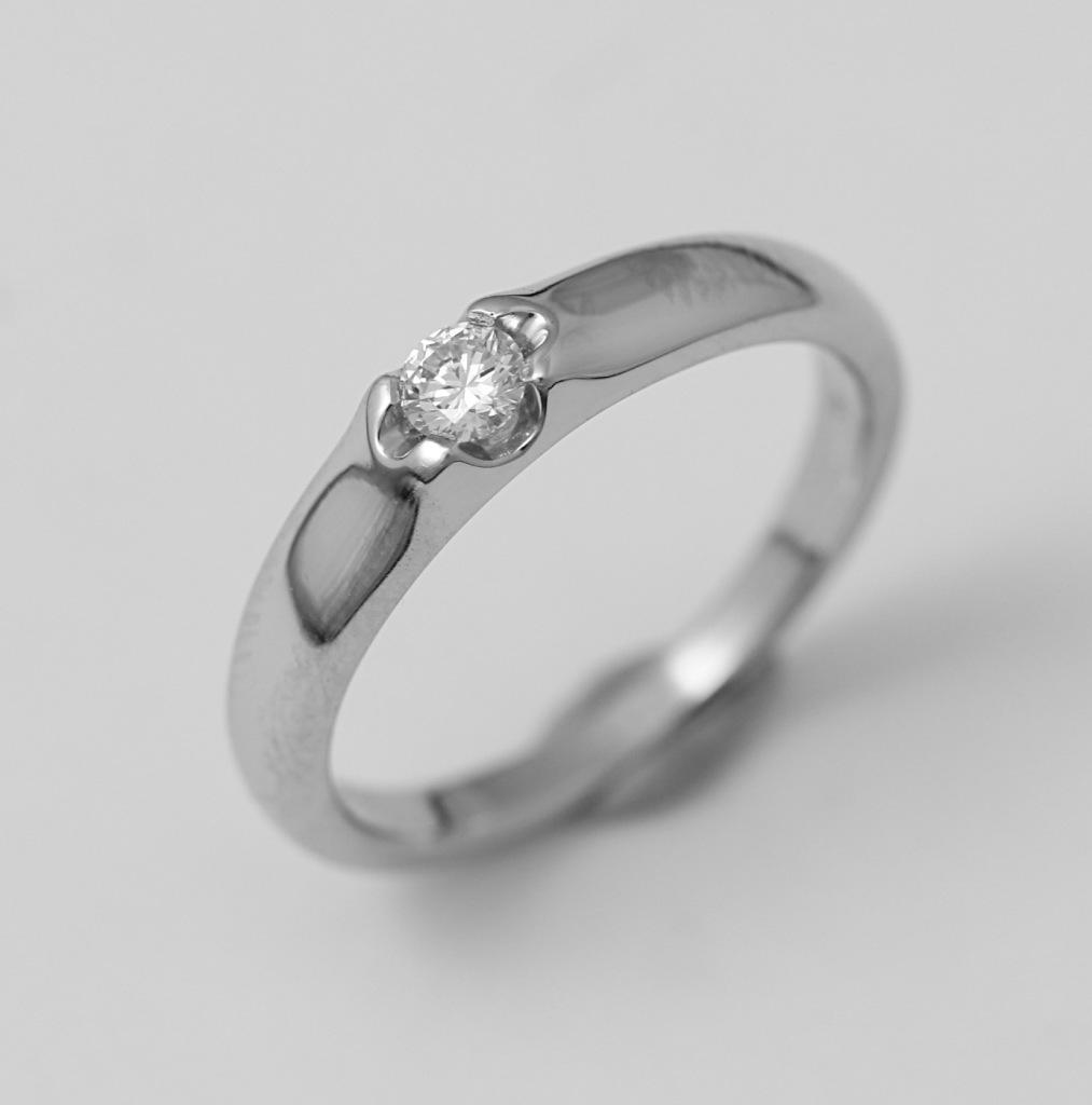 Platina jegygyűrű gyémánttal 043.