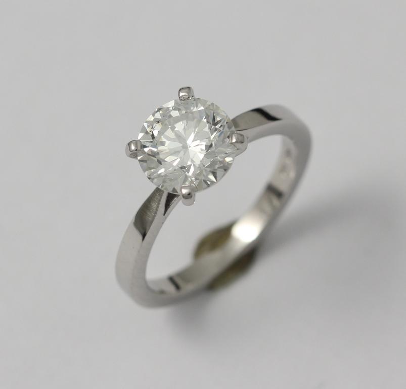Platina jegygyűrű gyémánttal 022.