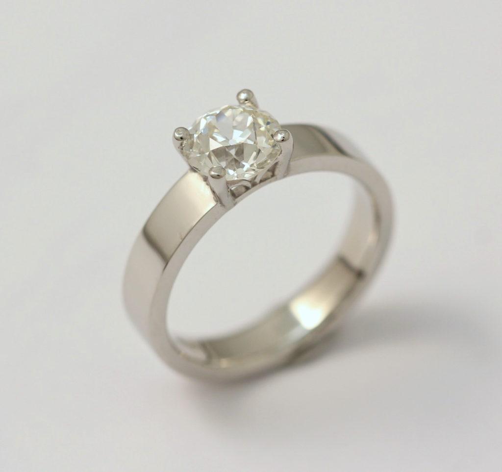 Platina jegygyűrű gyémánttal 038.