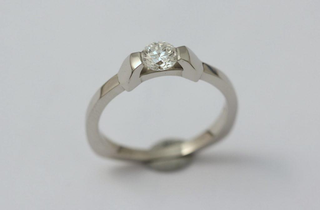 Platina gyűrű gyémánttal 039.
