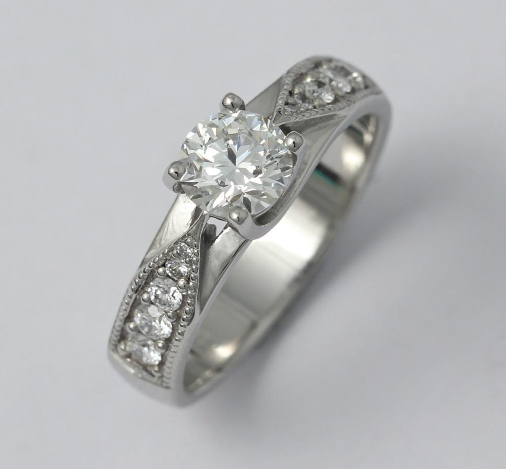 Platina gyűrű gyémántokkal 040.