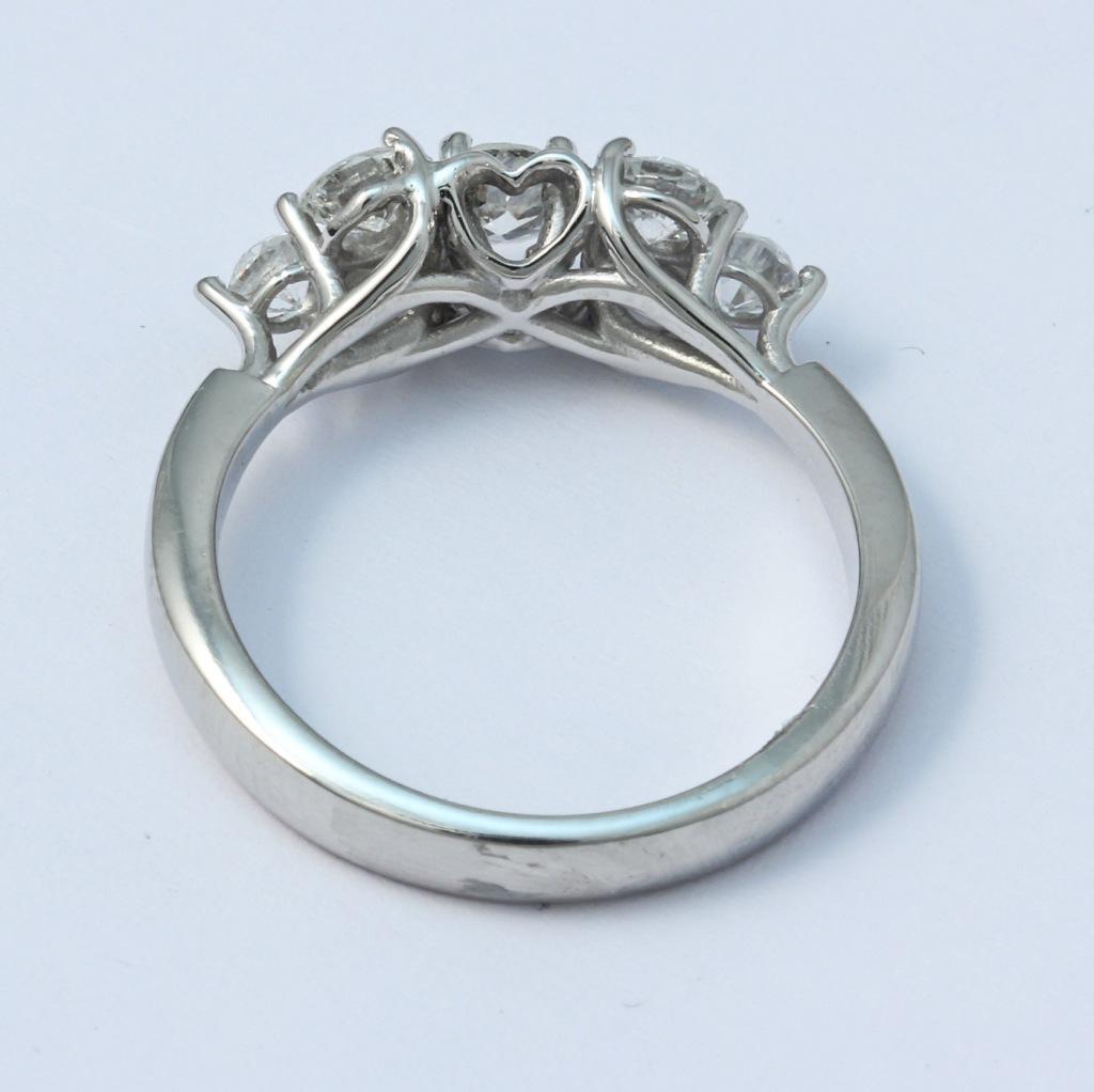 Platina gyűrű gyémántokkal 041.