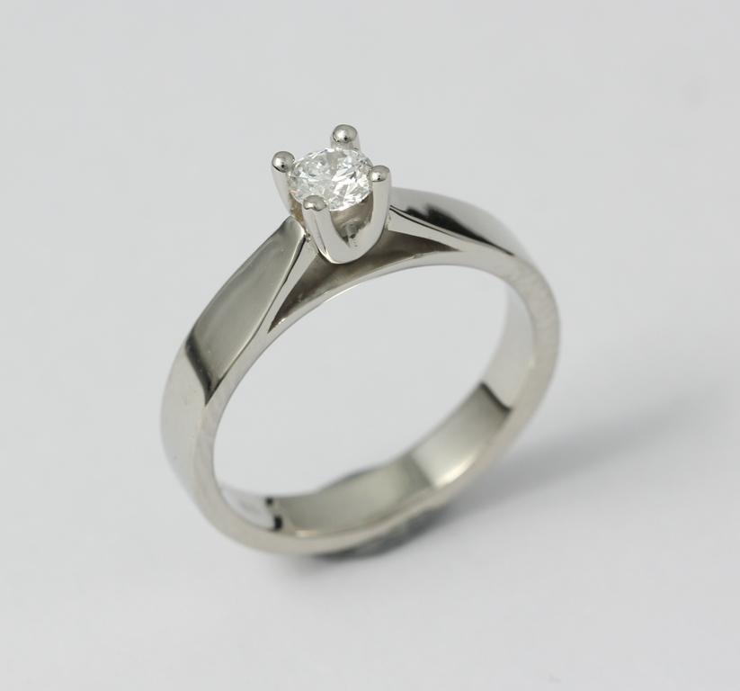 Platina jegygyűrű gyémánttal 024.