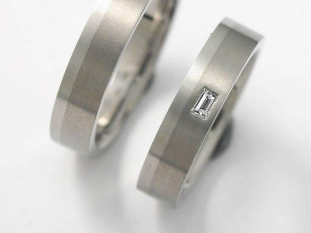 titán-platina karikagyűrű gyémánttal 008.