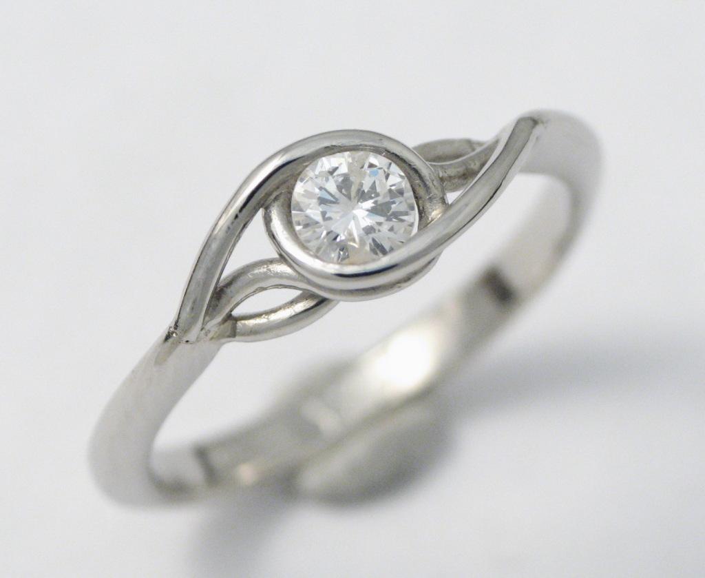Platina jegygyűrű gyémánttal 036.