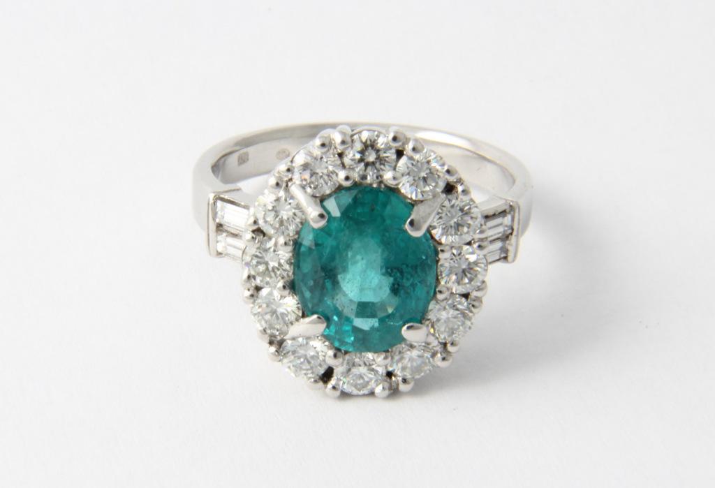 Platina gyűrű, smaragddal ésgyémántokkal 032.