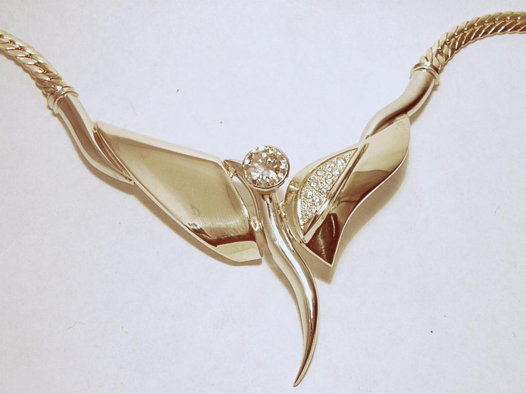 Arany nyaklác, medál gyémántokkal 053.