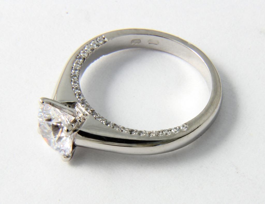 Fehérarany gyűrű gyémántokkal 045.