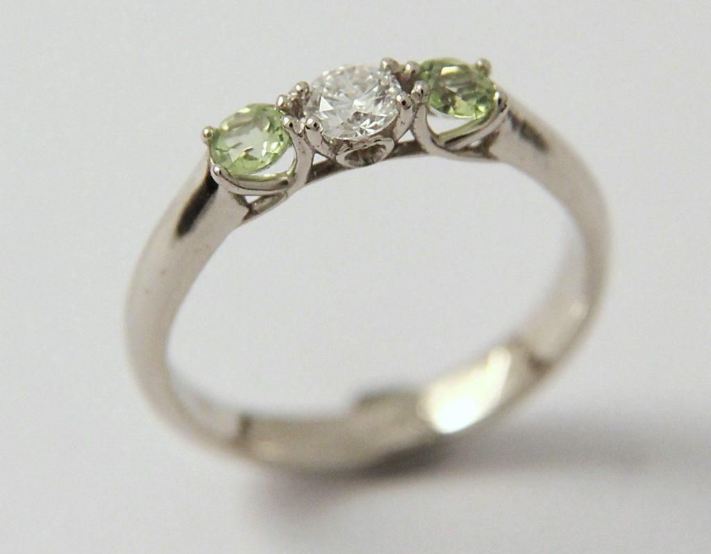 Arany jegygyűrű gyémánttokkal 035.