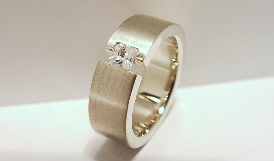 Aranygyűrű gyémánttal  74.