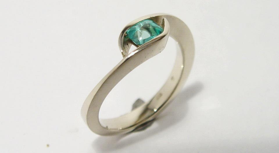 Fehérarany gyűrű smaragddal 73.