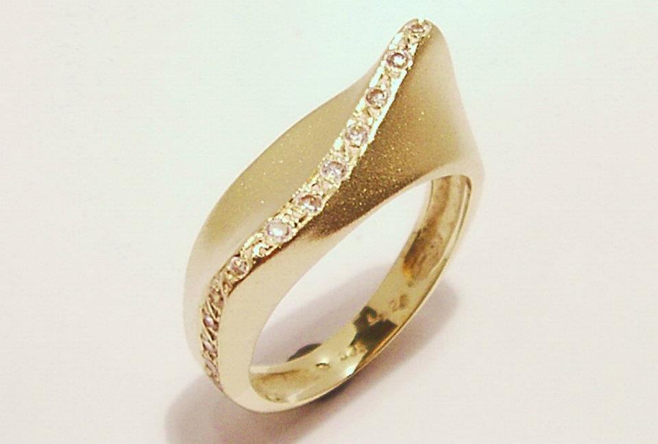 Aranygyűrű gyémántokkal 71.