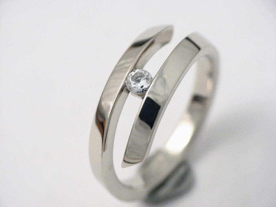 Fehérarany gyűrű gyémánttal 75.