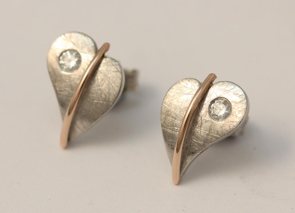 Fehérarany-vörösarany fülbevaló gyémánttal 082.