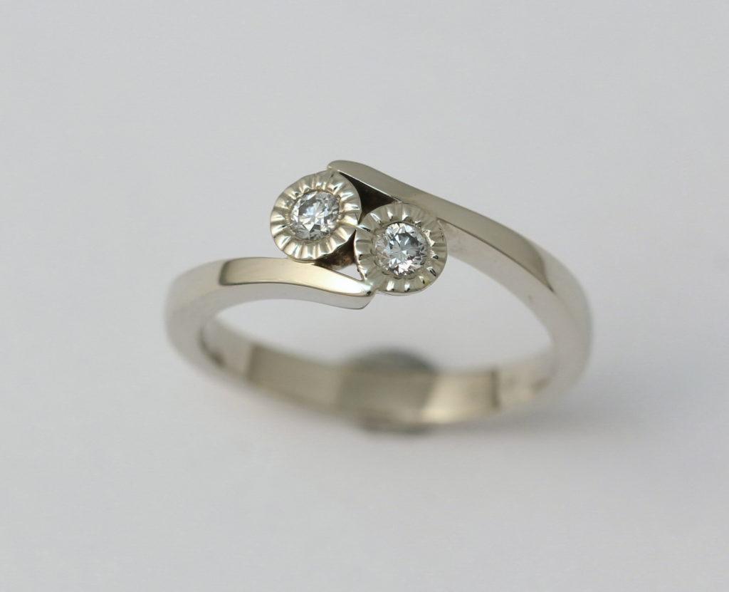 Fehérarany gyűrű, gyémántokkal 083.