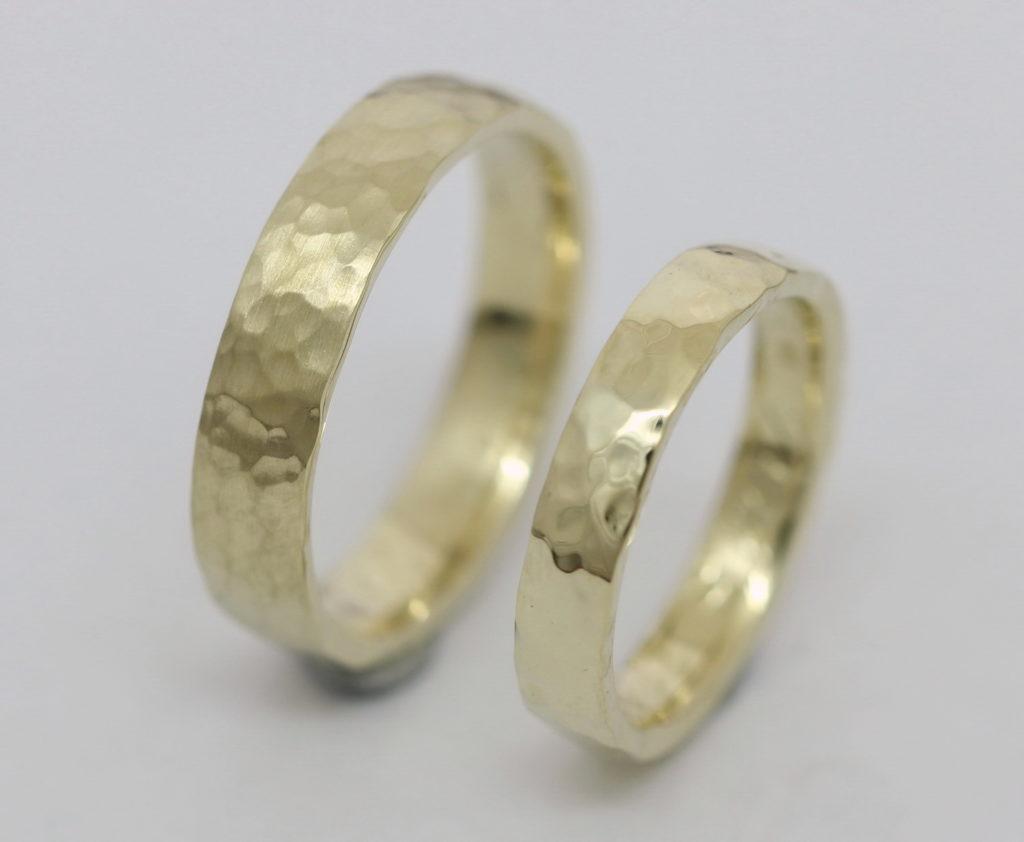 Kalapált felületű sárga arany karikagyűrű 086.
