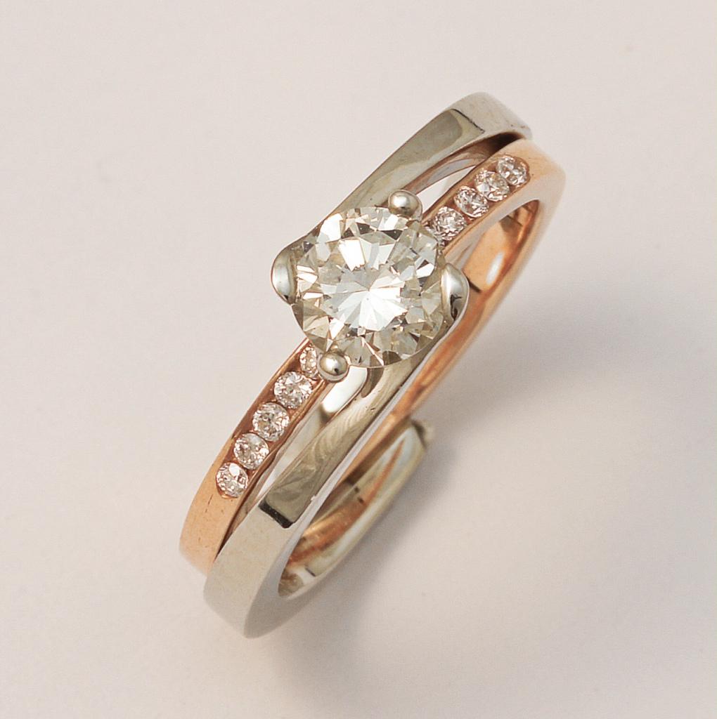 Fehér- és vörösarany jegygyűrű gyémántokkal 063.