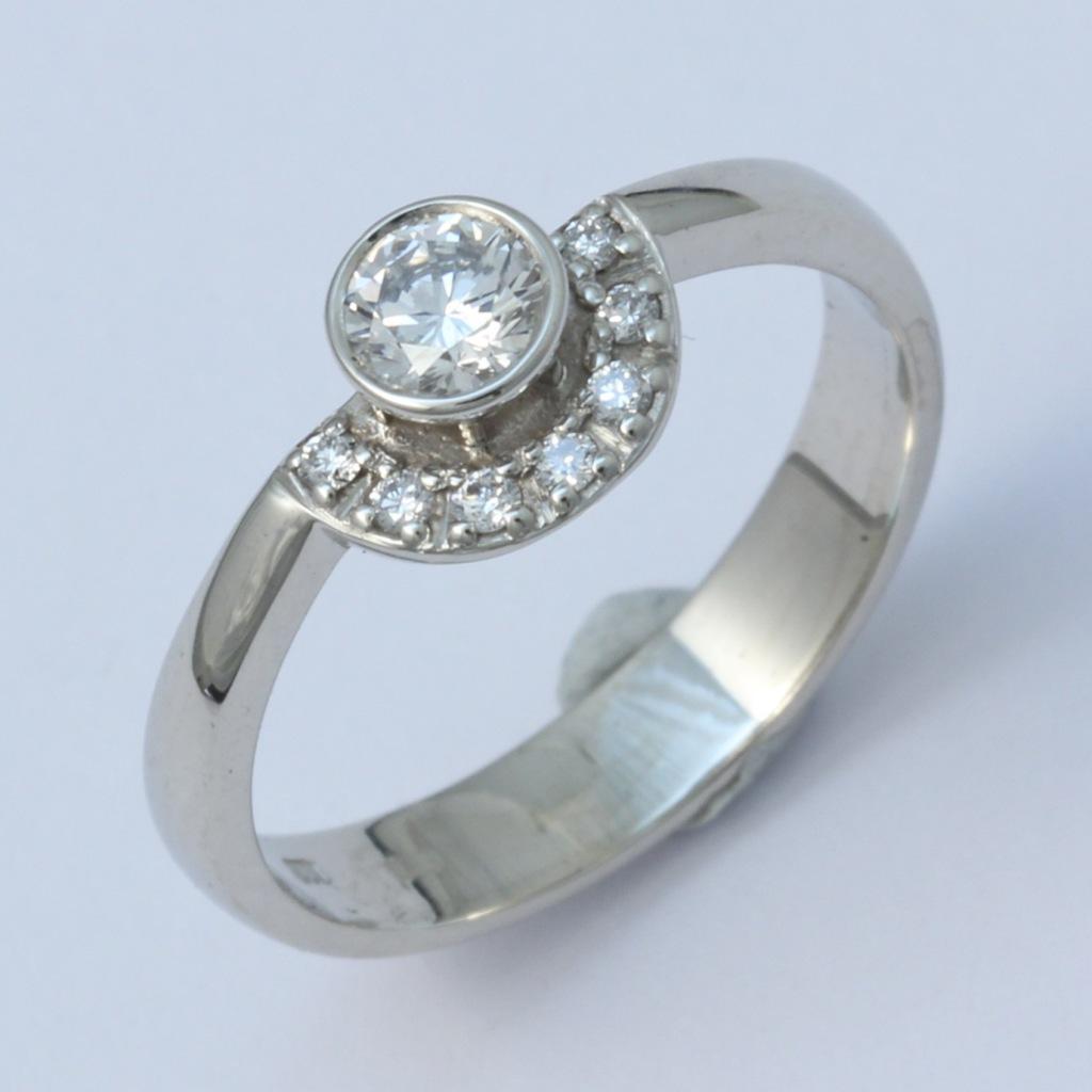 Fehérarany gyűrű gyémántokkal 061.