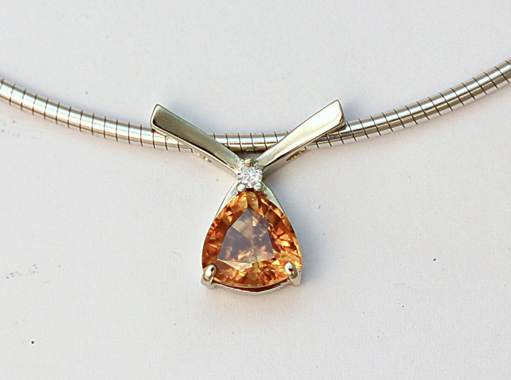 Fehérarany nyaklánc és medál, gyémánttal és citrinnel 065.