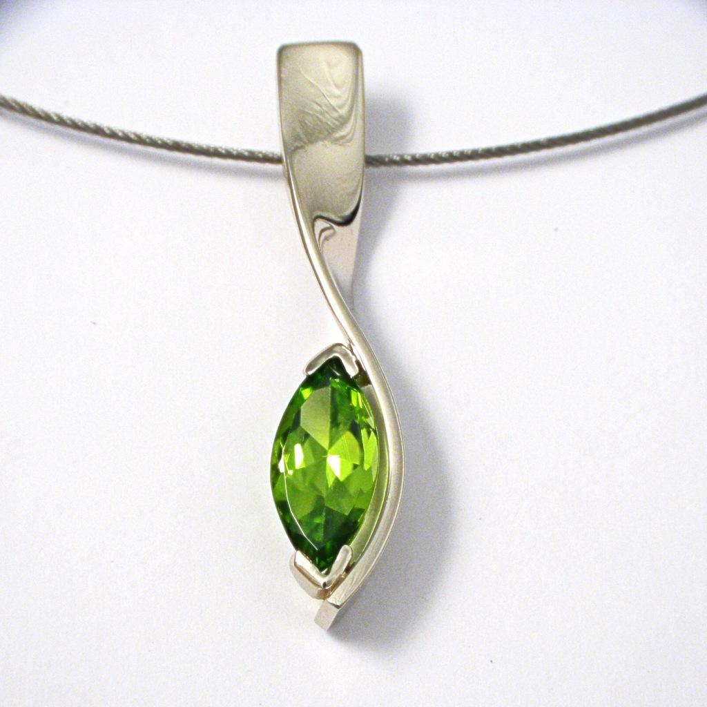 Fehérarany medál olivin kővel 069.