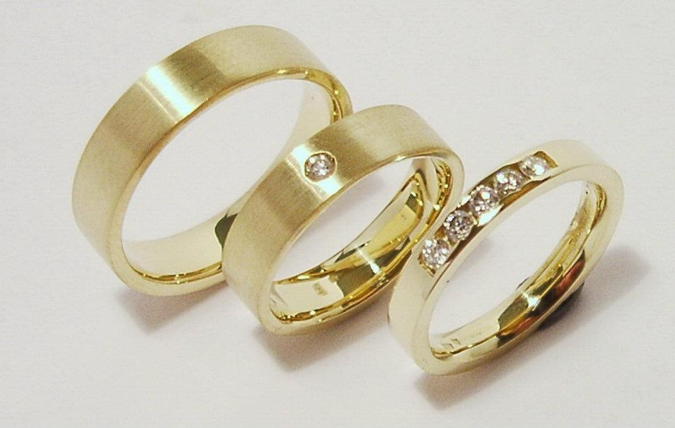 arany karikagyűrű és jegygyűrű gyémántokkal 026.