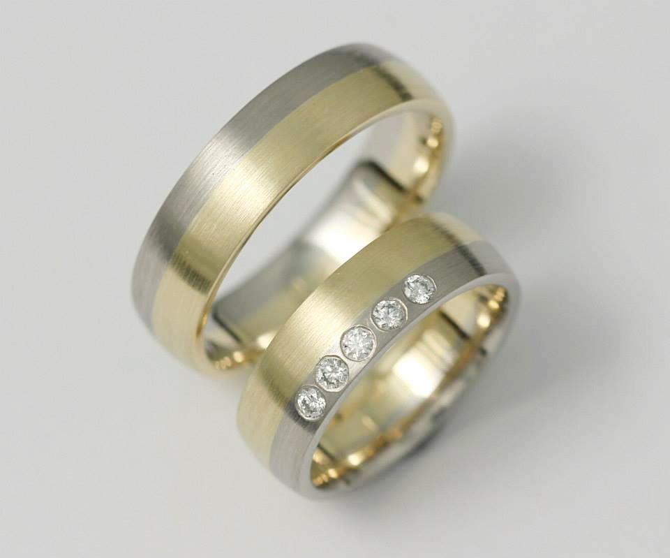 Arany-palládium karikagyűrű gyémántokkal 030.