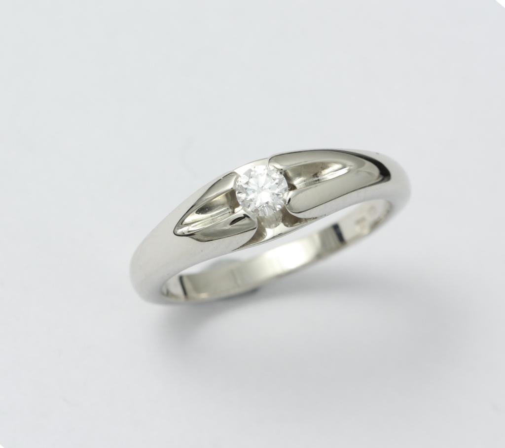 Fehérarany jegygyűrű gyémánttal 057.