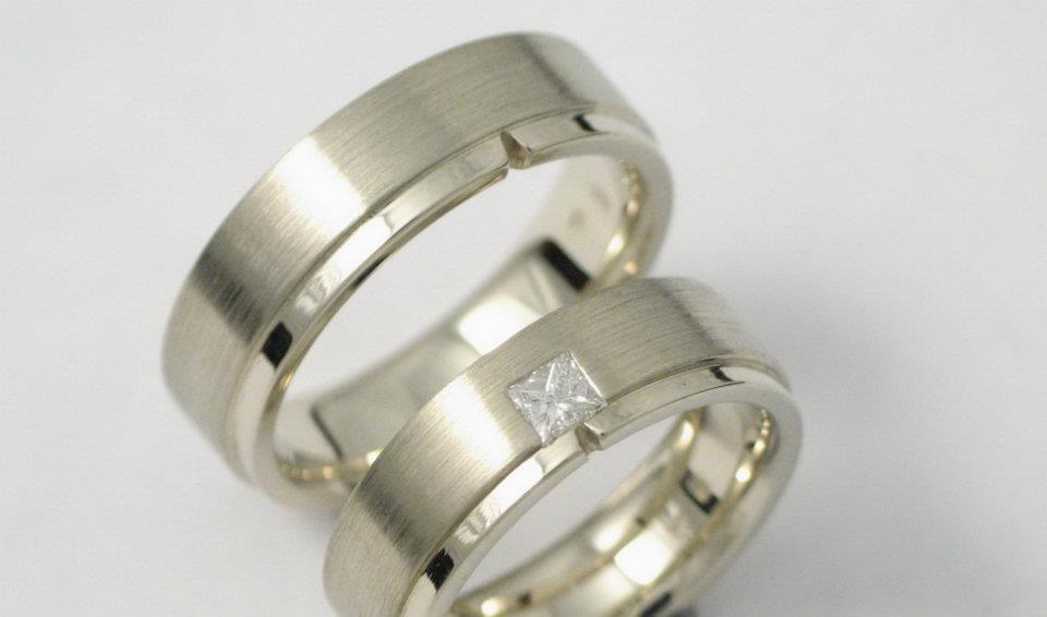 fehérarany karikagyűrű gyémánttal 033.