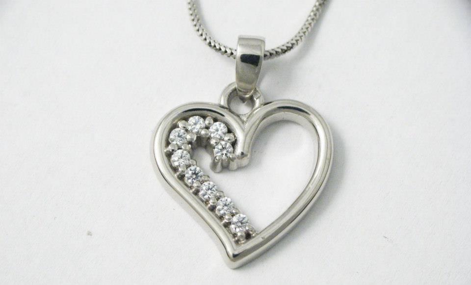 Fehérarany medál gyémántokkal 036.
