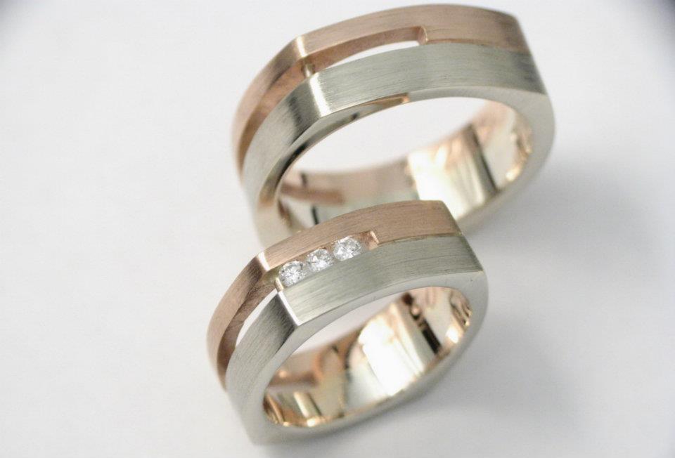 Vörösarany-fehérarany karikagyűrű gyémántokkal 041.