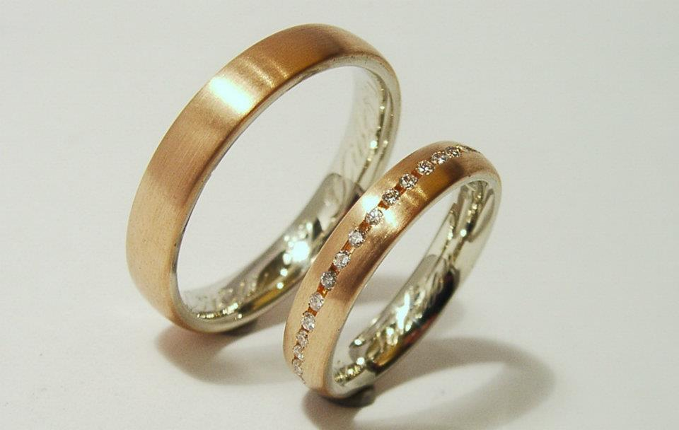 Vörösarany-fehérarany karikagyűrű gyémántokkal 039.