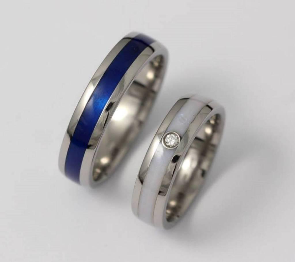 Titán gyűrű kerámiával és gyémánttal 072.