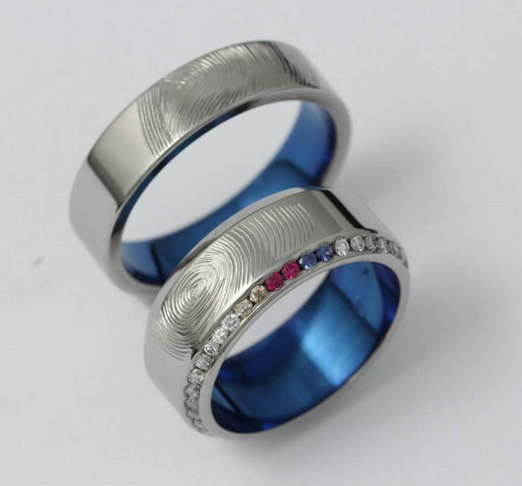 Ujjlenyomatos titán karikagyűrű, gyémánt, zafír és rubin kövekkel 071.