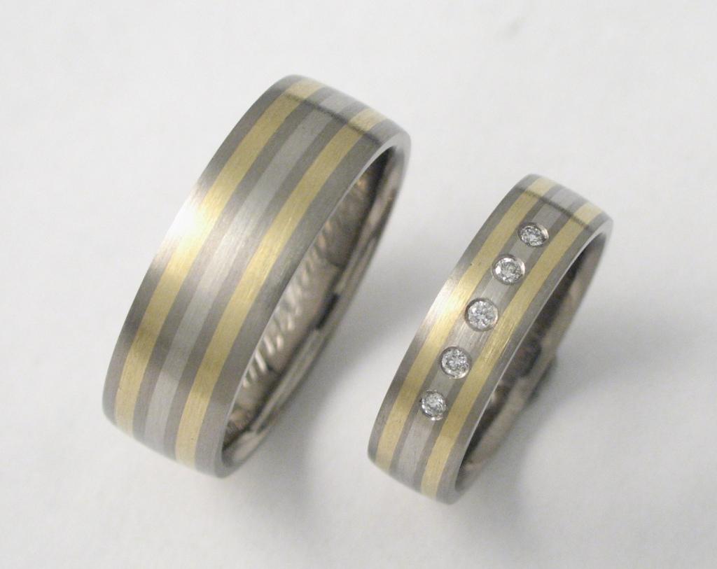 Titán-arany-palládium karikagyűrű gyémántokkal 102.