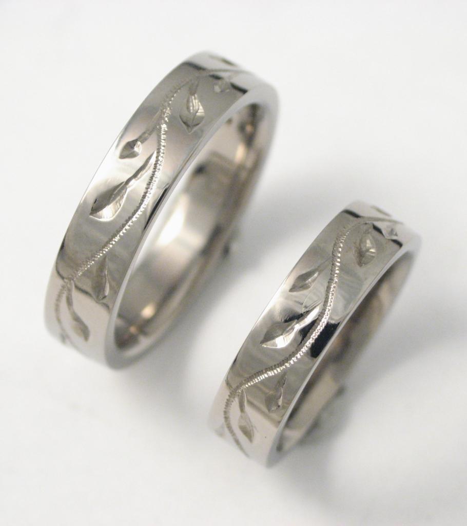 Vésett titán karikagyűrűk ; Titanium weddigrings engraved 001.