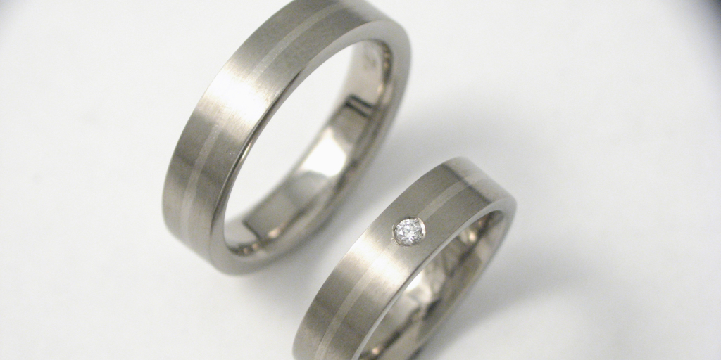 Titán-fehérarany karikagyűrű gyémánttal 002.
